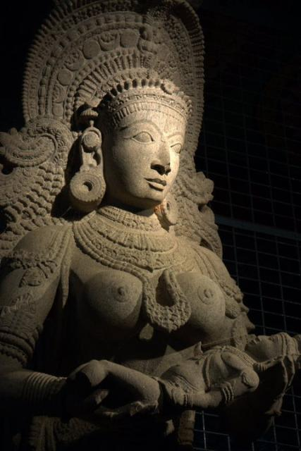 mystery_sculpture_from_madurai