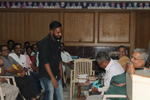 ஈரோடு விஜயராகவனின் மகன்  சூரியா வினாடிவினா போட்டியில் பரிசுபெறுகிறார்