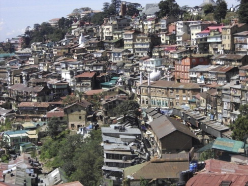 Buildings-with-unattractive-facades-and-roofscapes-in-Shimla